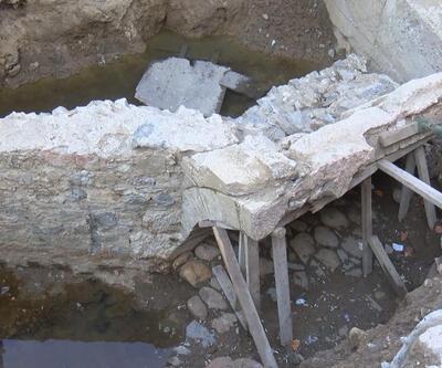 Üsküdar'da asfaltın hemen altından tarihi kalıntılar çıktı