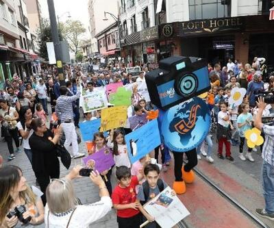 BursaFotoFest, kortej yürüyüşü ile başladı