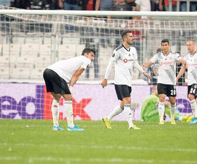 Beşiktaşlı futbolcular soyunma odasında isyan etti!