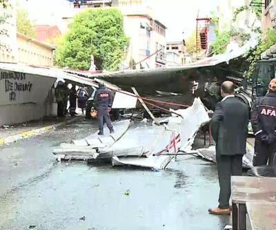 İstanbul'da fırtına okulun çatısını uçurdu