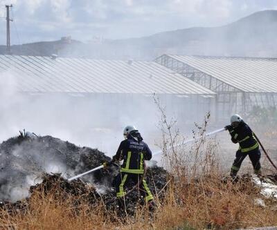 Gazipaşa'da sera atıkları yandı