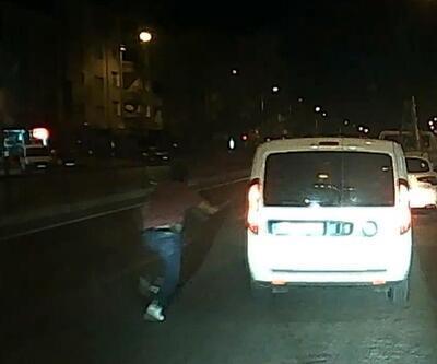 Polisler trafikte tartıştı, gözaltına alınan şüpheli kaçtı!
