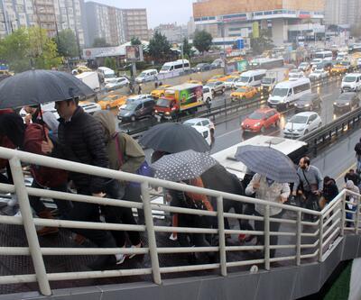 Meteoroloji İstanbul'u uyarmıştı! Mega kentte trafik hayat felç oldu