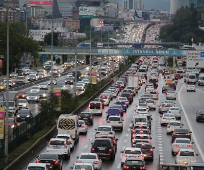 İstanbul'da yağış trafiği felç etti