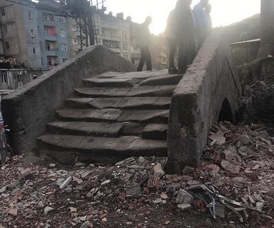 Otel yıkıldı, tarihi köprü ortaya çıktı