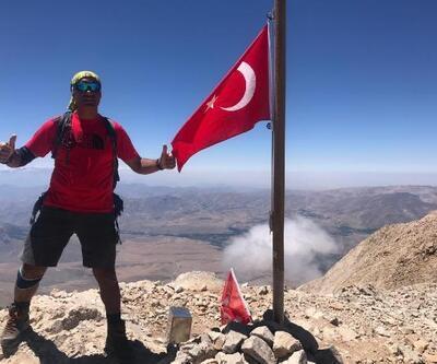 Demirkazık Dağı'nın 3 zirvesine Türk bayrağını dikti