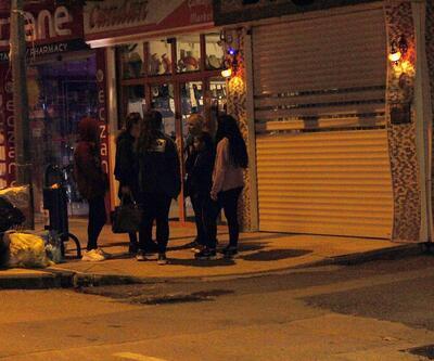 Peş peşe depremler sonrası vatandaşlar sokağa döküldü