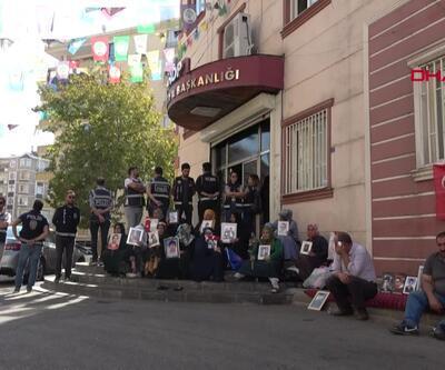 54 aile HDP binası önünde eylemde