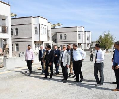 Vali Aykut Pekmez, Samsat'ta afet konutlarını inceledi