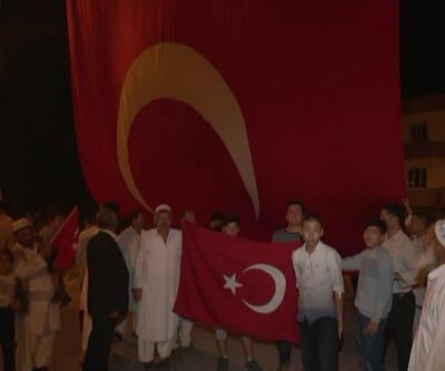 Ceylanpınarlılar harekata bayraklarla destek verdi