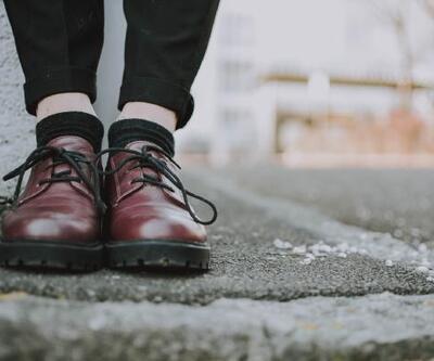 Sıkan ayakkabı ve takılara dikkat