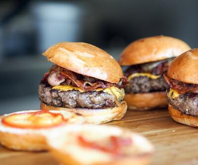 Fast food tarzı yiyecekler cilde zarar veriyor