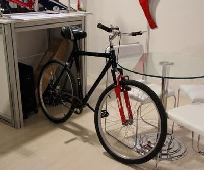 Türk mühendislerden 'karton' bisiklet: Tam 120 kilo taşıyabiliyor