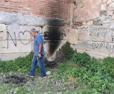 2 bin yıllık surlara, sprey boyalı saygısızlık