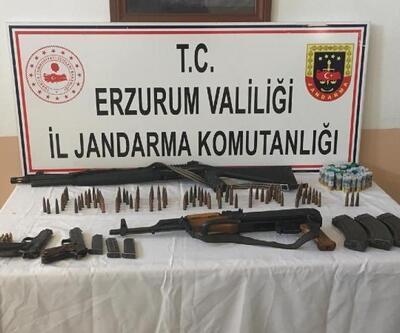 Araçlarında Kalaşnikof ve tabancalarla yakalandılar