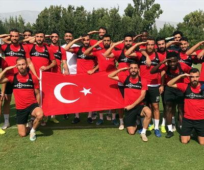 Hataysporlu futbolculardan asker selamı