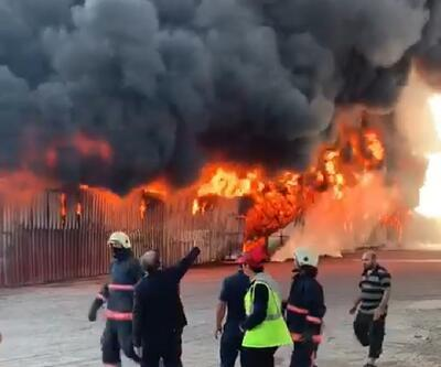 Dumanlar gökyüzünü kapladı! Plastik fabrikasında yangın