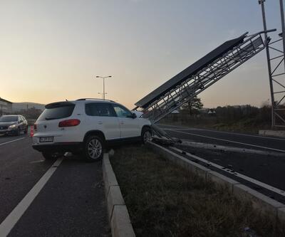Kontrolü kaybedip tabelaya çarptı! D-100 trafiğe kapatıldı