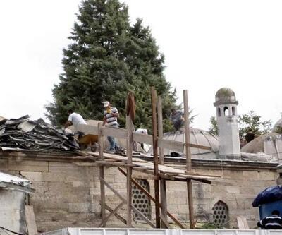 Tarihi caminin çalının kurşunları yenileniyor