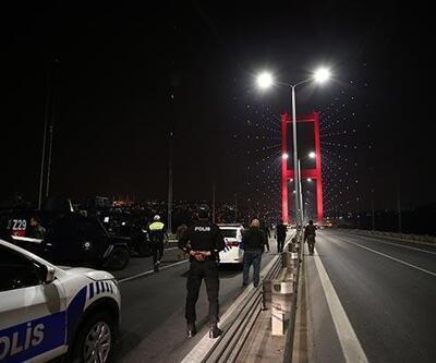 Elindeki silahla 15 Temmuz Şehitler Köprüsü'nde trafiği durdurdu