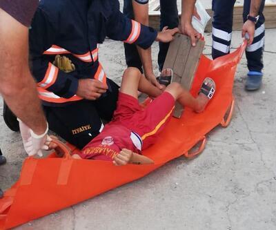 Ayağına çivisi batan tahtayla hastaneye götürüldü