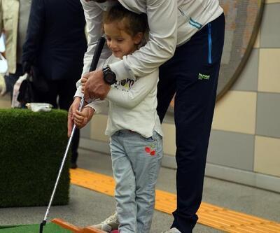 Bursa'da metro istasyonunda mini golf etkinliği
