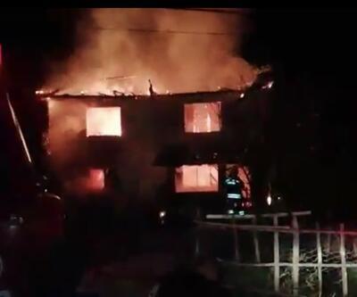 2 katlı ahşap bina alev alev yandı