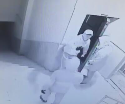 İşyerine giren hırsızların yakalanma anları kamerada