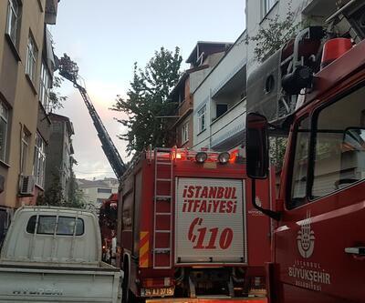 Avcılar'da binanın çatısı alev alev yandı