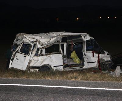 İşçileri taşıyan minibüs takla attı: Çok sayıda yaralı var
