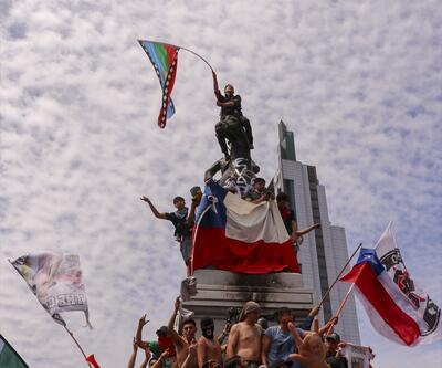 Binlerce kişi meydanda toplandı