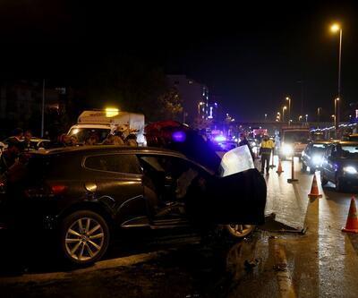 İstanbul'da zincirleme kaza! Sürücünün ayak parmakları koptu