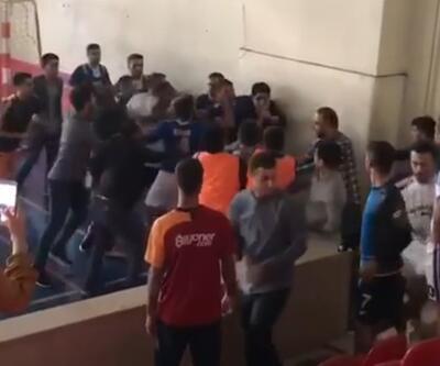 Bu defa öğrenciler değil öğretmenler kavga etti!