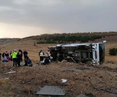 Üniversite öğrencilerinin taşıyan otobüs devrildi: 27 yaralı