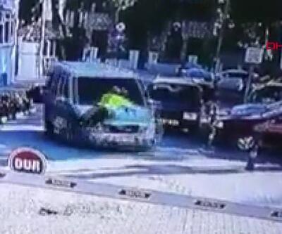Alkollü sürücü, polisi 2 kilometre kaputta taşıdı