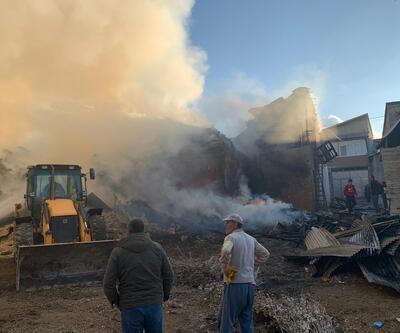 Bayburt'ta yanan 7 ev ve 2 ahırdan geriye enkaz yığınları kaldı