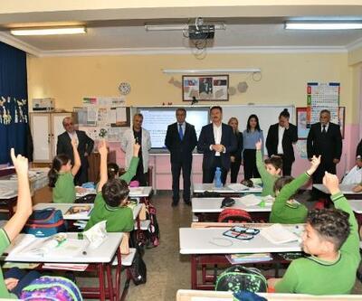 Dünya Tasarruf Haftası'nda öğrencilere kumbara dağıtıldı