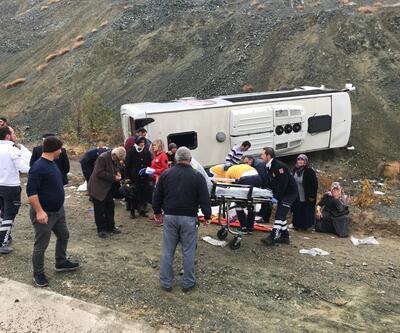 Servis aracı devrildi: 30 yaralı