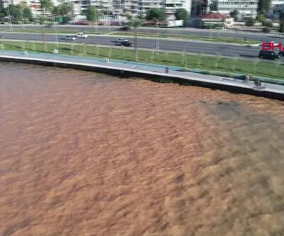 İzmir'de boru patladı denizin rengi değişti