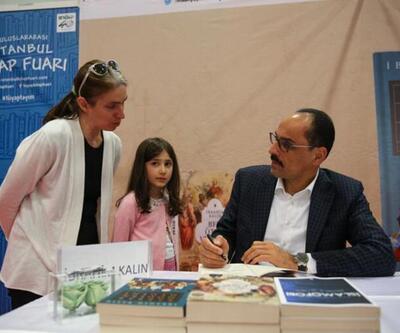 Kalın TÜYAP'ta kitaplarını imzaladı