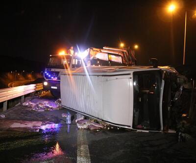 Lastiği patlayan minibüs takla attı