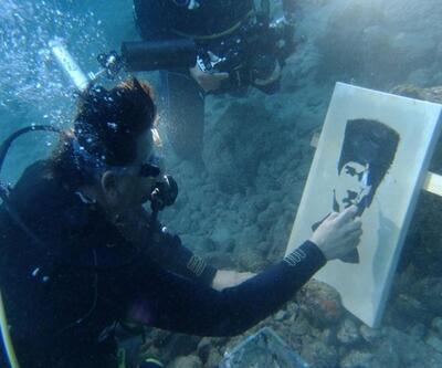 Su altında Atatürk portresi
