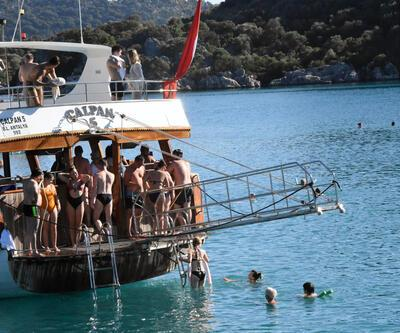 Antalya'da yazdan kalma günler devam ediyor