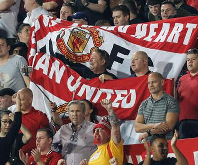 Manchester United taraftarların uçak biletini karşılayacak