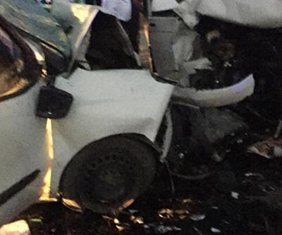 Adana'da iki hafif ticari araç çarpıştı: 6 yaralı