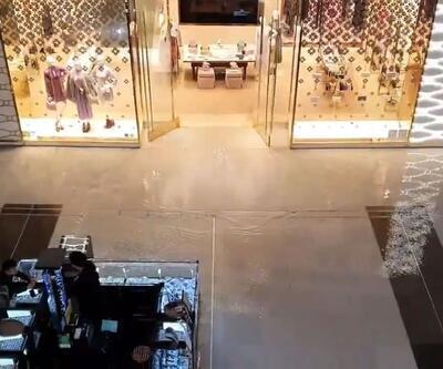 Dubai'deki 'dünyanın en büyük alışveriş merkezi'ni su bastı