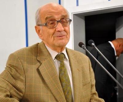 Son dakika... Prof. Dr. Mümtaz Soysal hayatını kaybetti