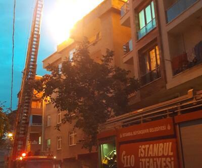 Esenyurt'ta 5 katlı bir binada çatı yangını