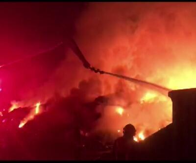 Geri dönüşüm fabrikası cayır cayır yandı