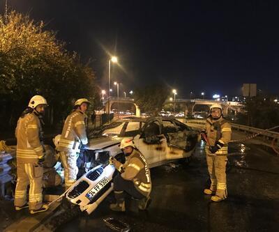 İstanbul'da bariyerlere çarpan otomobil yandı